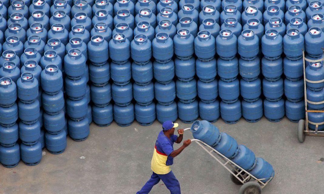 Petrobras reajusta em 5% preço do gás de cozinha