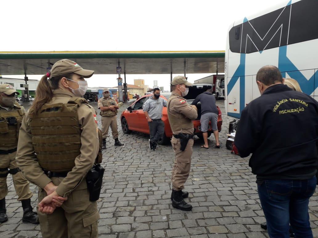 Secretaria de Saúde fiscaliza transporte clandestino em Brusque