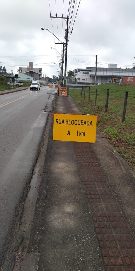 Prefeitura informa que Rua Itajaí seguirá interditada