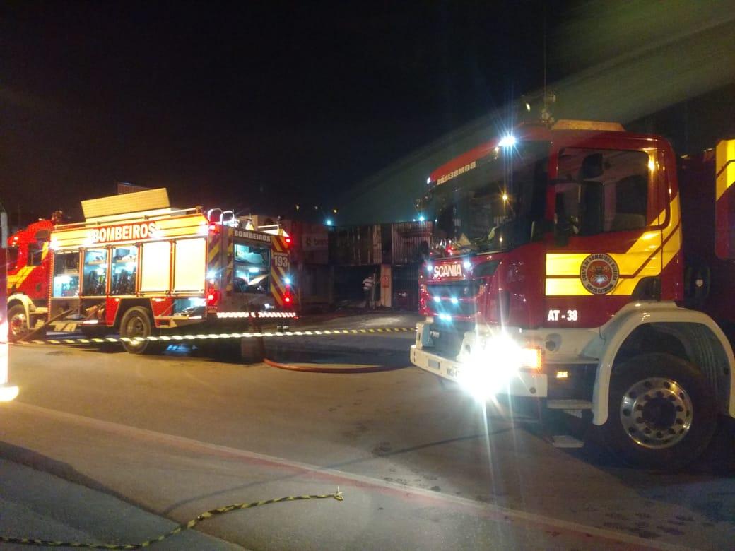 Incêndio atingiu a Loja da Ruth no bairro Águas Claras, na noite de quinta-feira, 18 (Foto: Corpo de Bombeiros)