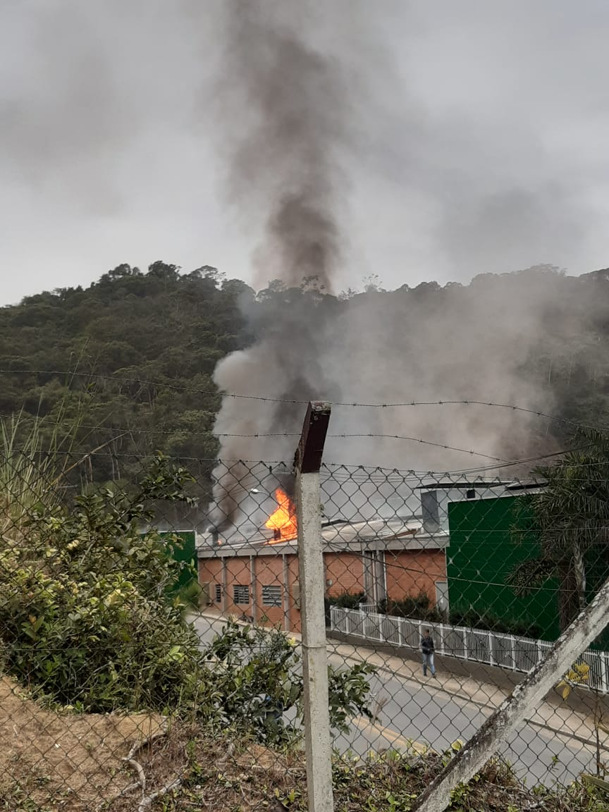 Incêndio atinge tinturaria no bairro Santa Luzia