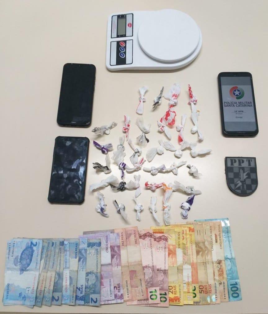 PM flagrou dois casos de tráfico de drogas na ua José Beauting
