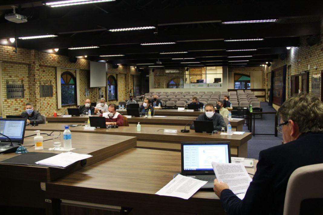 O vereador Gerson Luís Morelli, o Keka, apresentou dados sobre supostas irregularidades