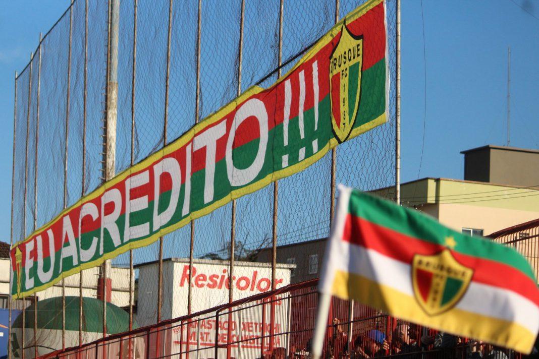 Brusque FC mobiliza campanha de cores, bandeira e camisas para final grande final