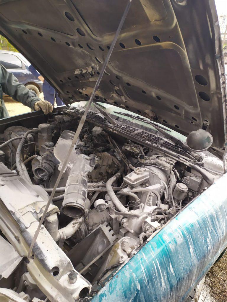 Incêndio em motor de veículo movimentou o Corpo de Bombeiros