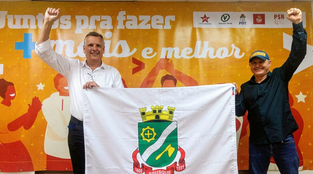 Candidato à prefeito, Paulo Eccel e vice Luís Dechamps, pelo PT e PV