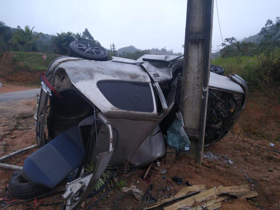 Jovem morre após bater em poste no bairro Claraíba