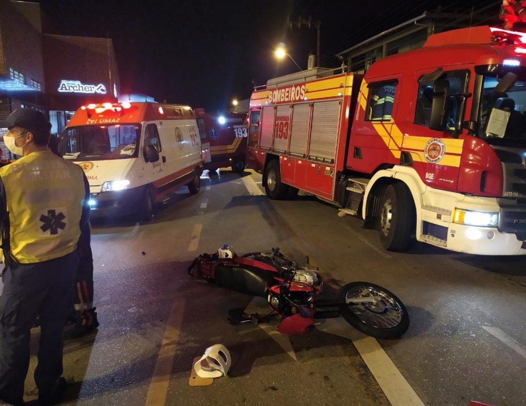 Acidente na rua Augusto Klapoth na noite desta terça-feira, 15