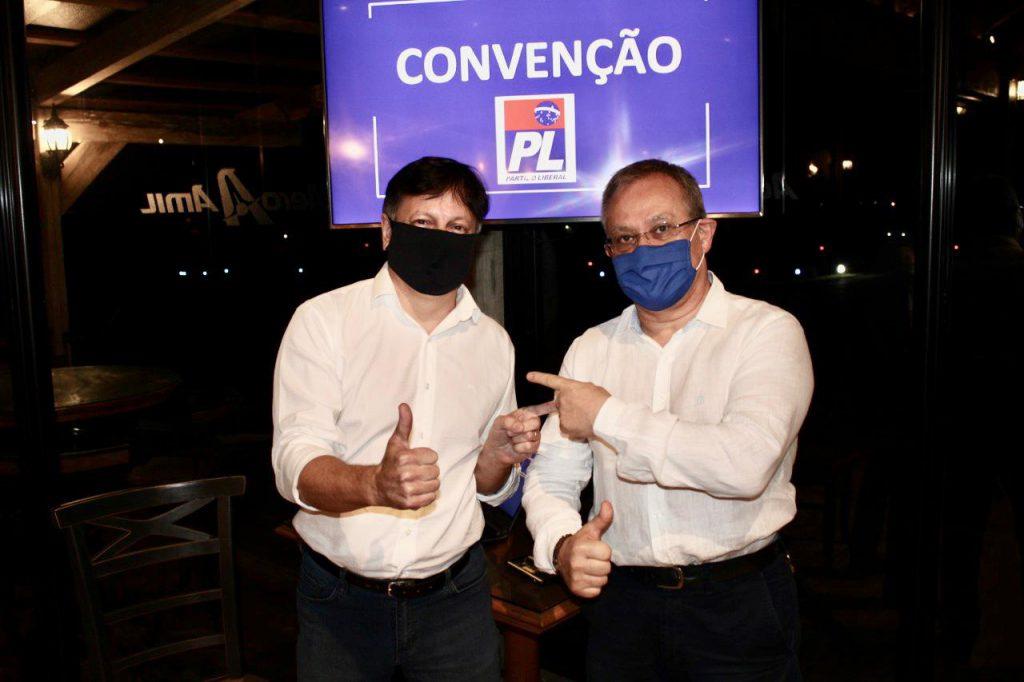 Candidato à prefeito Coronel Gomes e o vice Sebastião Lima , pelo PL