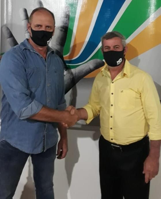Candidato à prefeito Guilherme Marchewsky (de amarelo) e o vice Hermes Heinig Filho