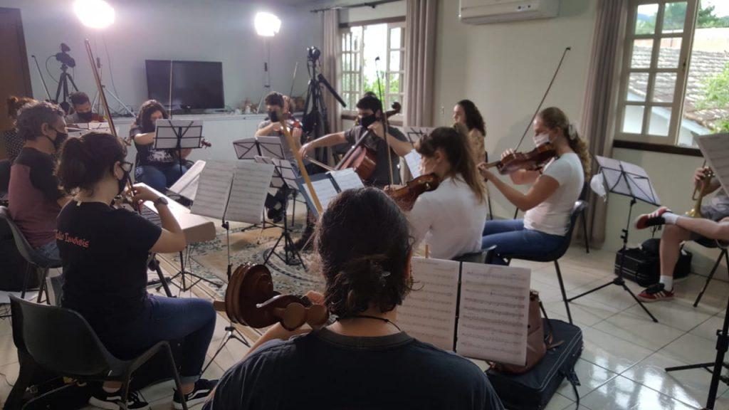 Músicos do projeto Philarmonia Brusque