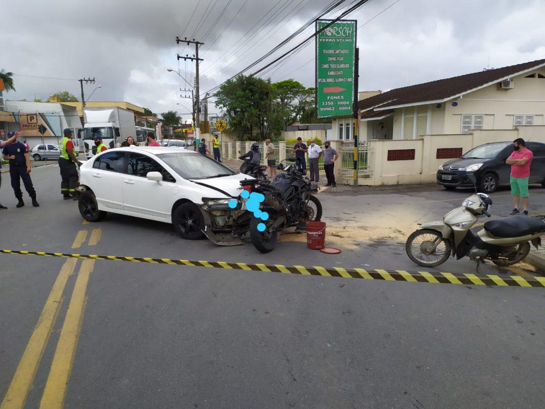Acidente entre dois carros e duas motos no Santa Terezinha