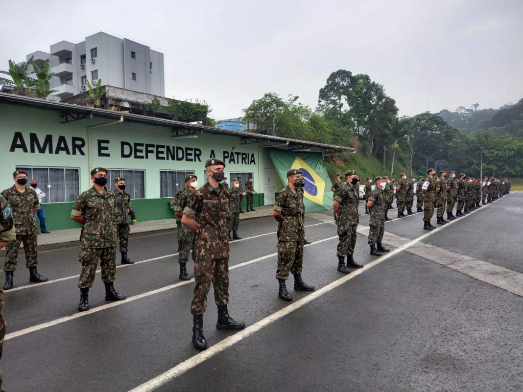 Tiro de Guerra TG 05-005 realiza cerimônia de entrega da boina verde-oliva