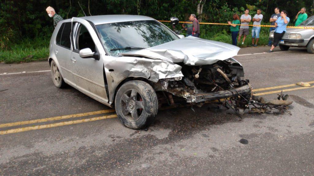 Um dos veículos envolvido no acidente na manha desta sexta-feira, 30, na SC 108