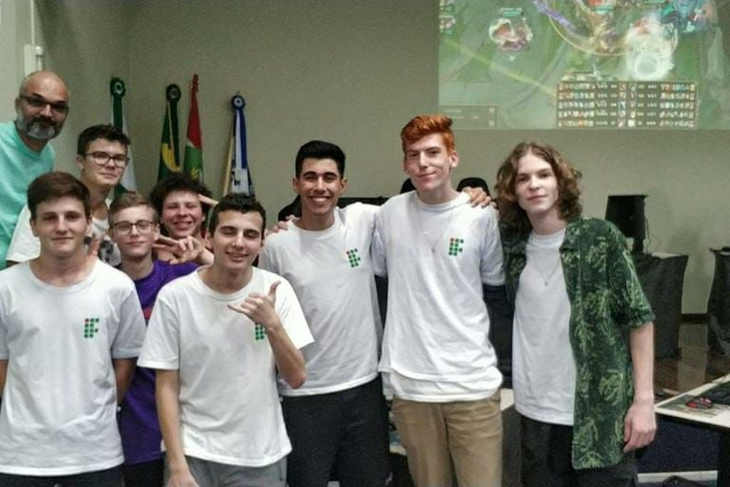 Equipe IFC Brusque na disputa do LoL