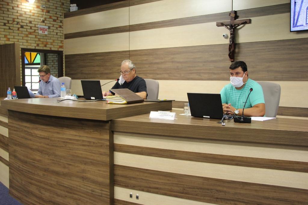 Sessão da Câmara de Vereadores desta terça-feira, 17, foi presencial com protocolo sanitário contra Covid-19