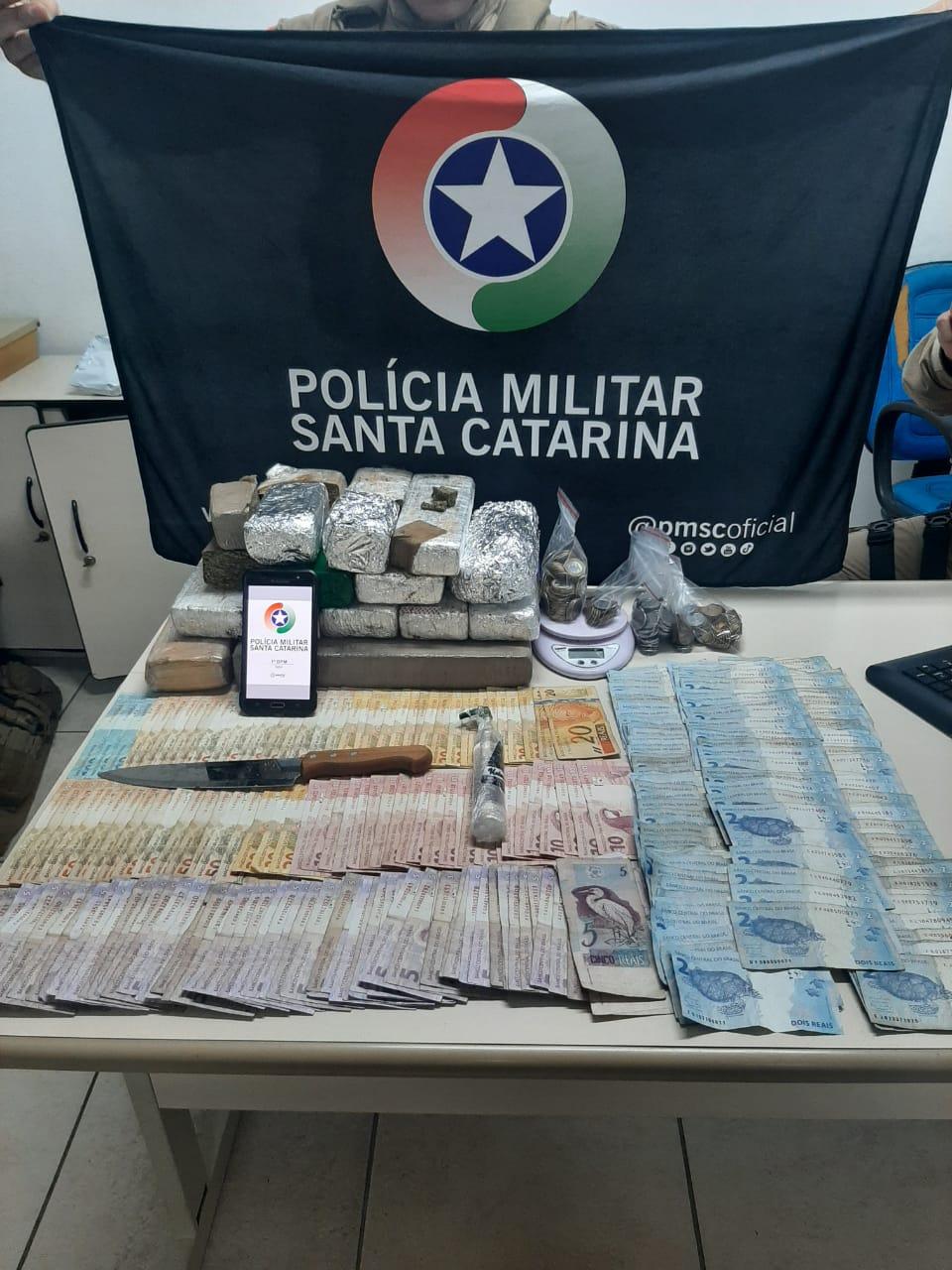 Polícia Militar flagrou tráfico de drogas após abordagem de veículo