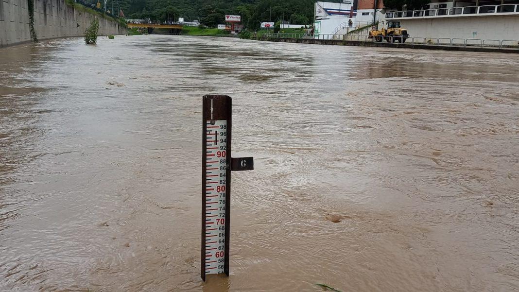 Pico máximo foi às 14h45, com rio a 5,65 metros