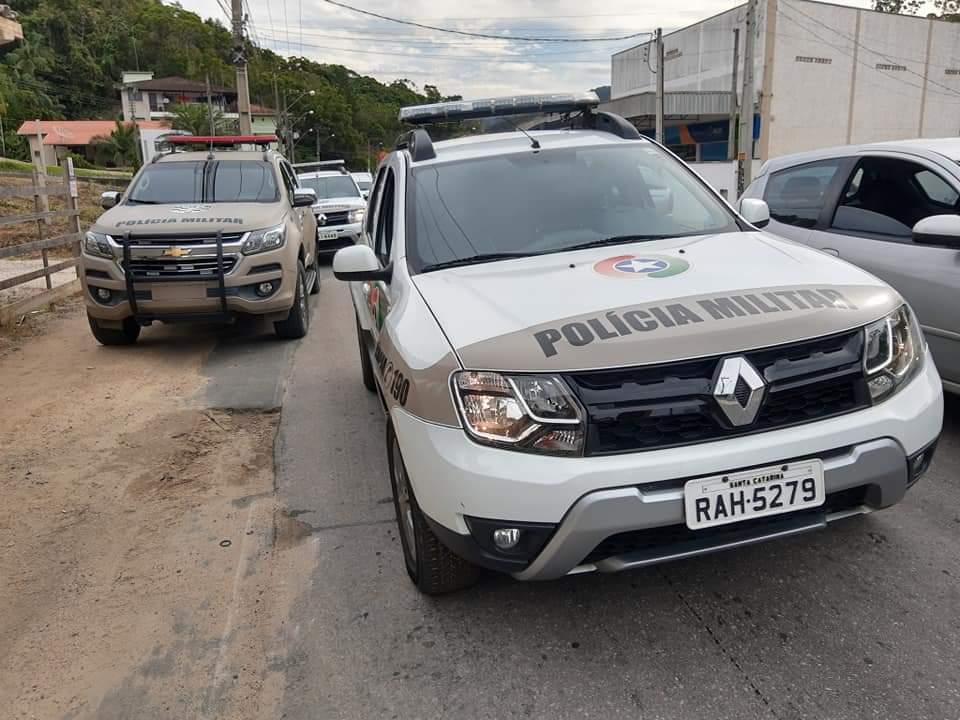 Polícia Militar cumpre mandado de prisão no bairro Steffen (Foto/Divulgação)