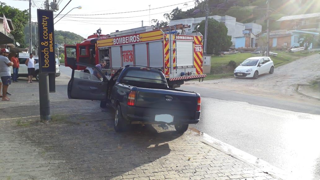 Um incêndio em veículo na rua Alberto Klabunde