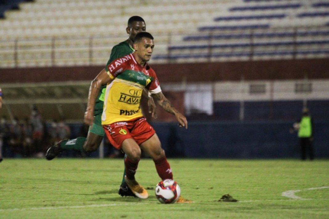Thiago Alagoano marcou o gol da vitória do Brusque sobre o Metropolitano