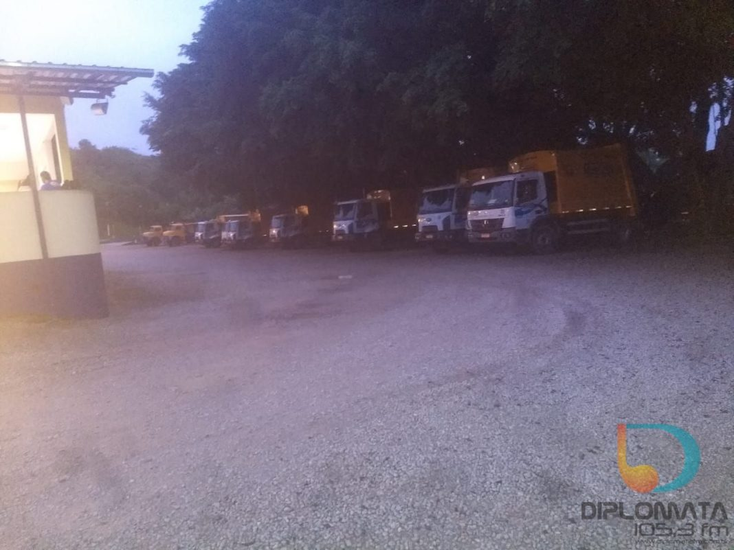 Trabalhadores relataram que os caminhões não saíram para coleta nesta quarta-feira, 4