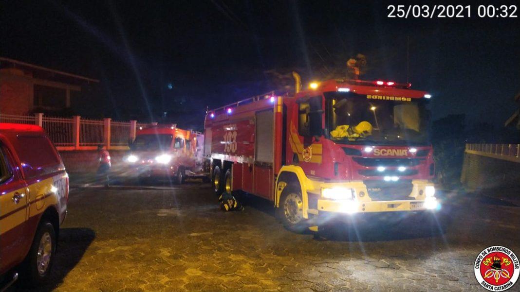 Corpo de Bombeiros é acionado para incêndio em residência na rua Jaco Bauer (Foto: CBM-SC)