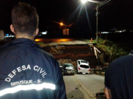 Várias equipes do serviço público forma deslocados para averiguar a queda da cabeceira da ponte Santos Dumont