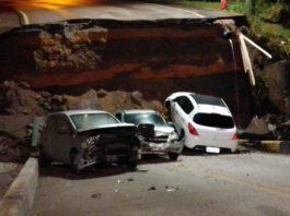 Três veículos passavam pelo local no momento que a cabeceira da ponte cedeu