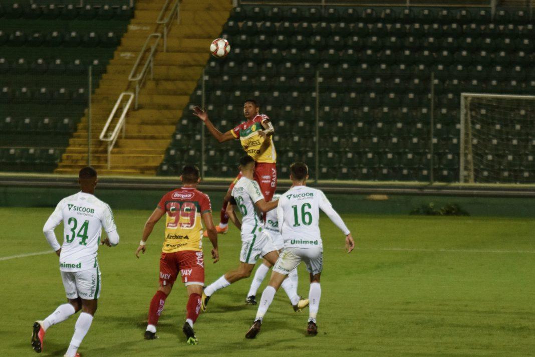 Brusque empata em Chapecó e segue na vice-liderança do Catarinense Jefferson Alves/Brusque FC