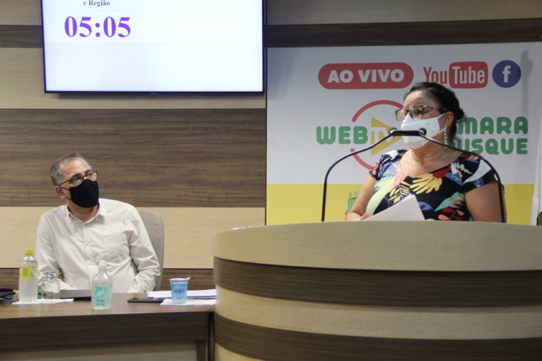 Representantes do Sinseb falam na sessão da Câmara de Vereadores
