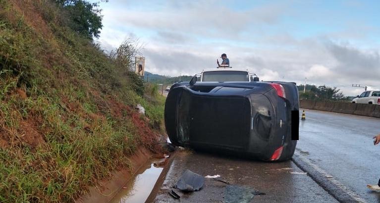 Acidente registrado na manhã desta quarta-feira, 09, na Rodovia Antônio Heil, em Itajaí (Foto: PRE/Divulgação)